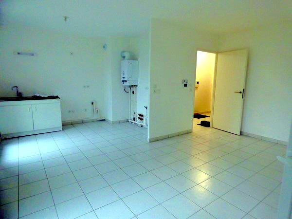 A Vendre, sur la commune de SAINT PIERRE LES ELBEUF 76320, Bel appartement T3 neuf, avec jardin de 245 m² avec emplacement parking intérieur et extérieur