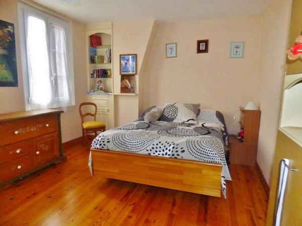Maison de ville, à vendre, 4 chambres, avec patiot, terrasse et appentis, grenier aménageable, sur 200 m² de terrain, sur la commune de Caudebec Lès Elbeuf 76320