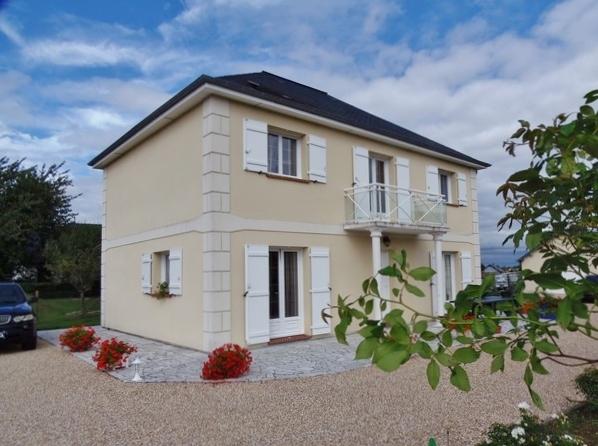 Magnifique maison style Île de France, à acheter, beaux volumes, 5 chambres, sur la commune de Bosc Roger en Roumois 27670, sur 1110 m² de terrain