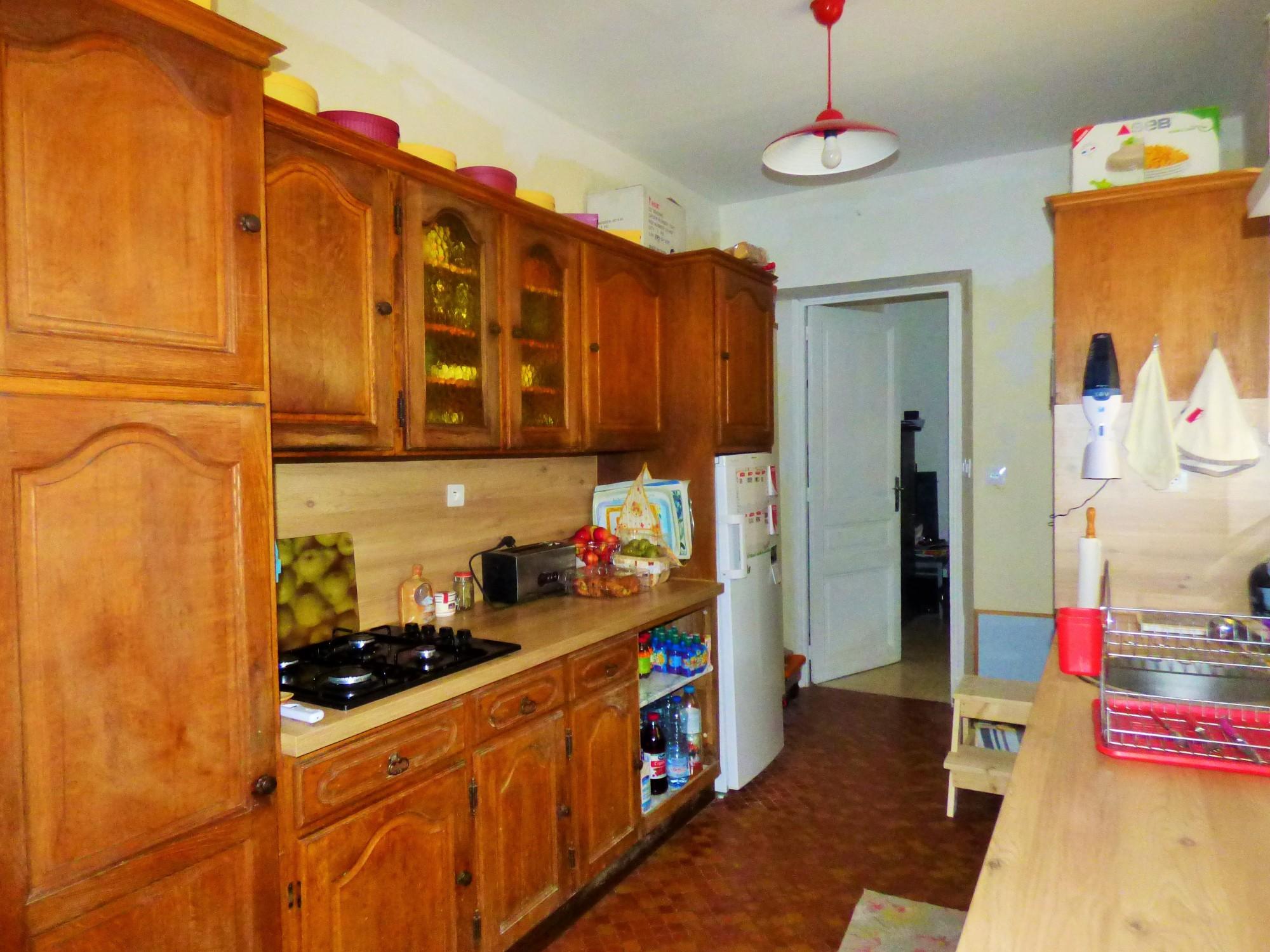 A vendre, jolie maison de maître, 150 m² hab., beaux volumes, sur sous-sol complet et garage, située à Elbeuf sur Seine 76500, sur 535 m² de terrain clos