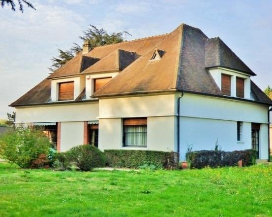Magnifique pavillon en L, à vendre, beaux volumes, 250 m² hab., sur 3 500 m² de terrain divisible avec maison de gardien, grand garage, à proximité de l'Autoroute A13