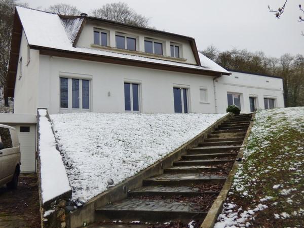 Beau pavillon à étage 240 m² hab, à l'achat, sur sous-sol complet aménagé, suite parentale, 5 chambres, sur la commune de Tourville La Rivière 76410, terrain de 4728 m²