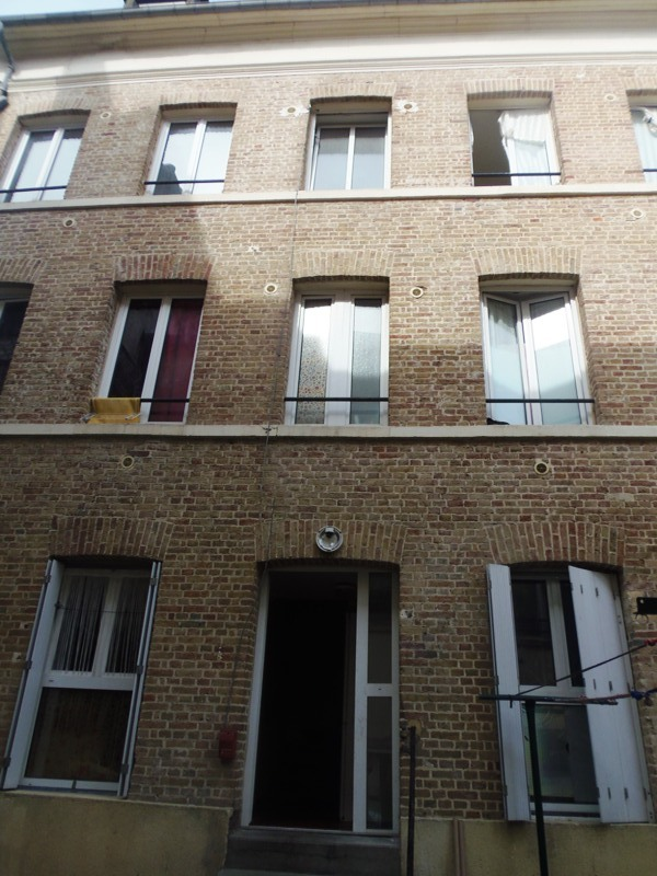 elbeuf, immeuble de rapport, bonne rentabilité, 9 appartements, cour, cave,