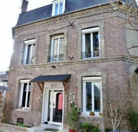 Du cachet pour cette maison bourgeoise, sur Elbeuf 76500, sans vis à vis, à l'abri des regards