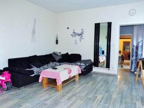A vendre, jolie maison ancienne, beaux volumes 135 m² hab., sur 660 m² de terrain avec dépendance, sur la commune de Caudebec Lès Elbeuf 76320
