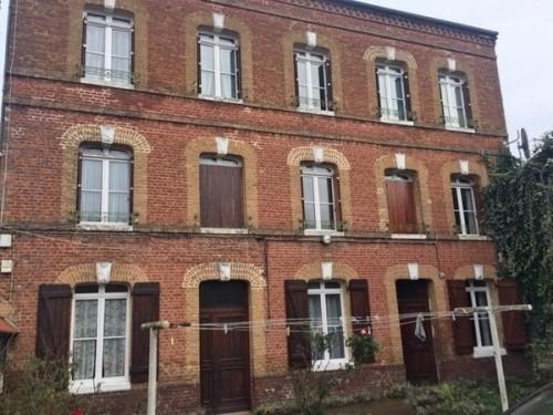A l'achat, Idéale grande famille, Maison de Maître 150 m² hab., 6 chambres, grande dépendance aménagée 100 m² env. et garage avec grenier aménageable, le tout sur 300 m² de terrain clos